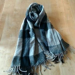 Super soft and big plaid scarf